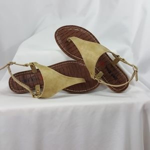 NWOT Hot Kiss matte gold flat sandals